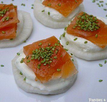 Toasts japonisants au saumon fumé et à la chantilly de wasabi
