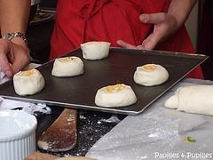 Petits pains au Cheddar, oignons et chili