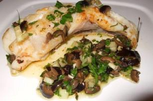 Lotte grillée, sauce aux olives noires de Jamie Oliver