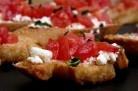 Tartines tomates Feta basilic : Crostini ou bruschetta